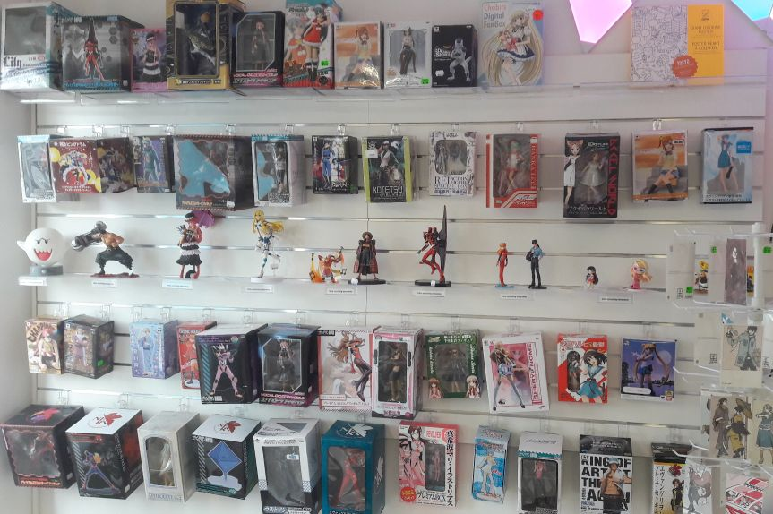 Figurines in Mini Japan Shop EU